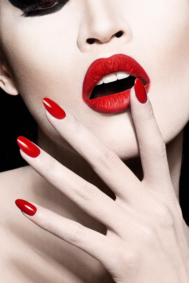 Lenox Fontaine Red Nails And Lips 2